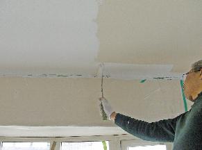 壁紙の上から塗装ができます。